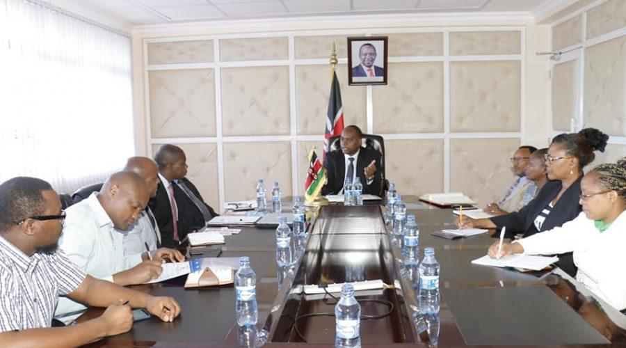 Mit Regierungsoberhaupt der Region Hagana in Kenia